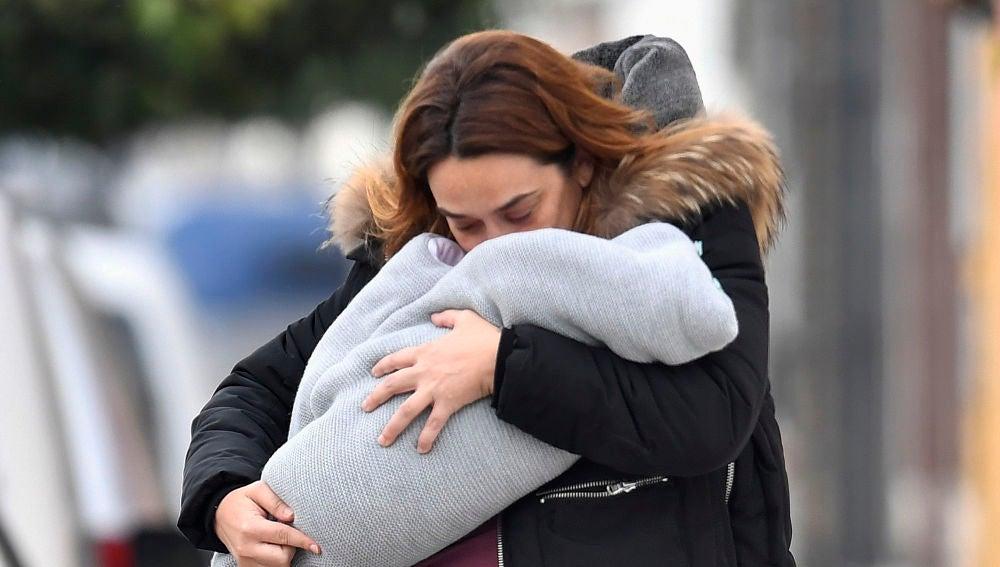 Toñi Moreno, besando a su hija