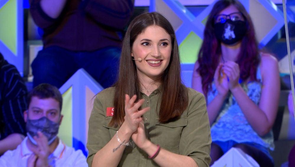 Sara demuestra su fidelidad a 'La ruleta de la suerte' con un panel redondo