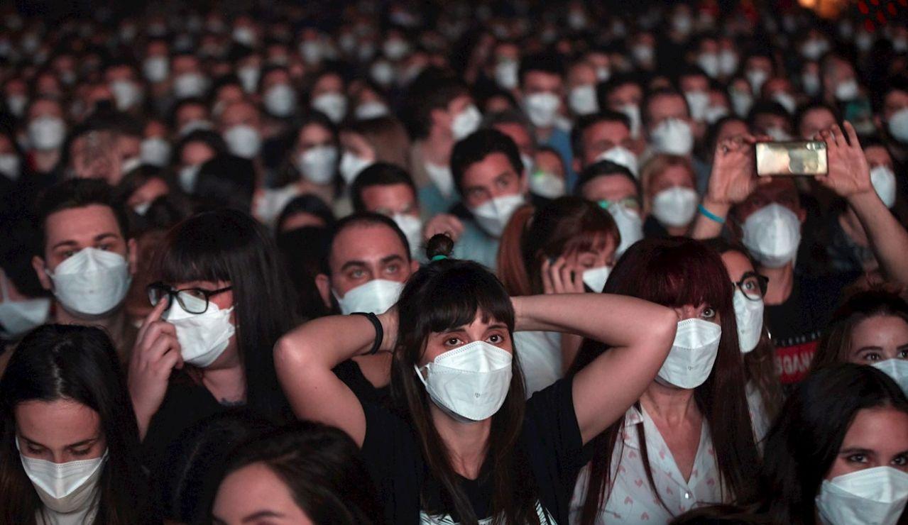 Así se ha vivido el concierto de Love of Lesbian en Barcelona, el primero de la pandemia sin distancias