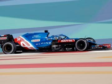 Fernando Alonso abandona el GP de Baréin por un fallo eléctrico en su regreso a la Fórmula 1