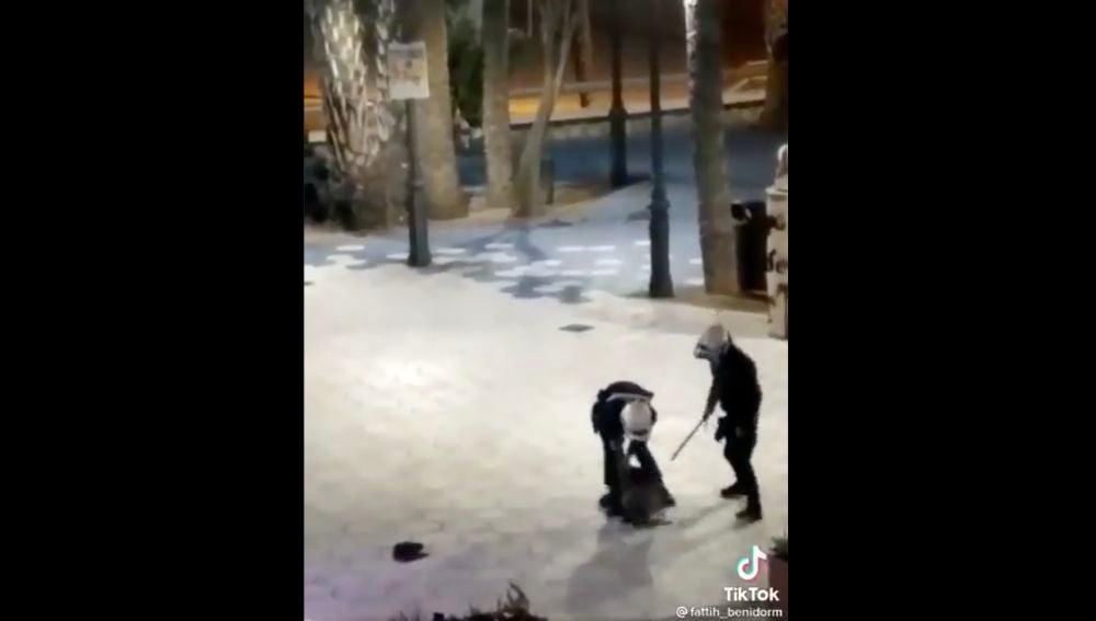Imagen capturada de la actuación policial en Benidorm