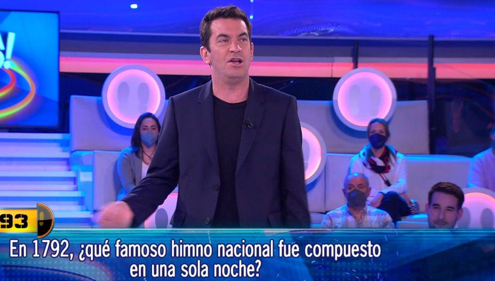 """Arturo Valls se viene arriba con un himno nacional compuesto """"en una sola noche"""""""
