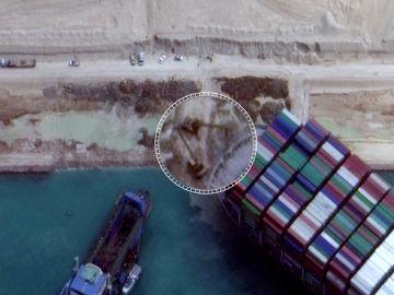 Desencalla el barco atascado en el Canal de Suez