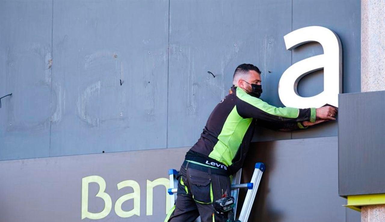 La nueva Caixabank vuelve a cotizar en Bolsa tras su fusión con Bankia