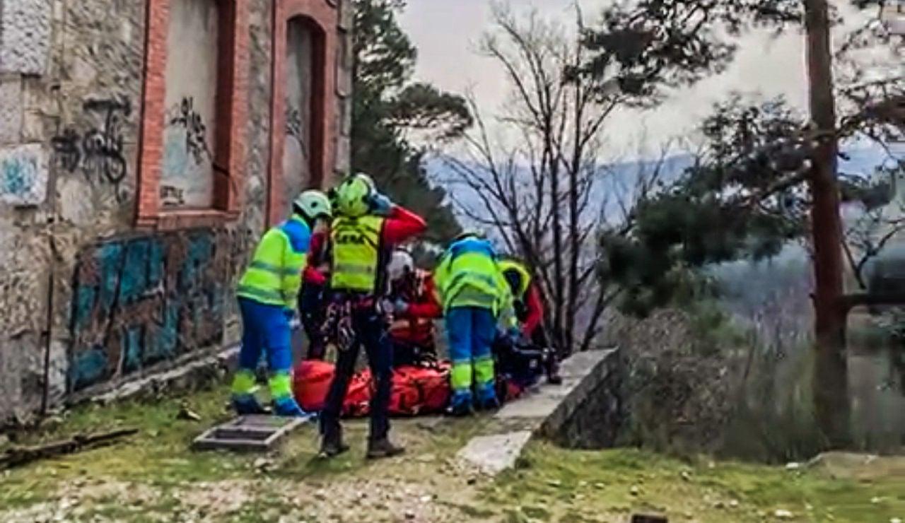 Herido un joven cae desde 5 metros de altura tras electrocutarse con la catenaria de un tren en Cercedilla, Madrid
