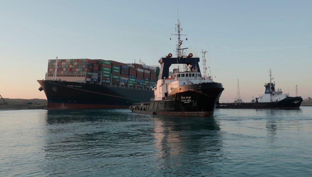 El 'Ever Given', encallado en el Canal de Suez
