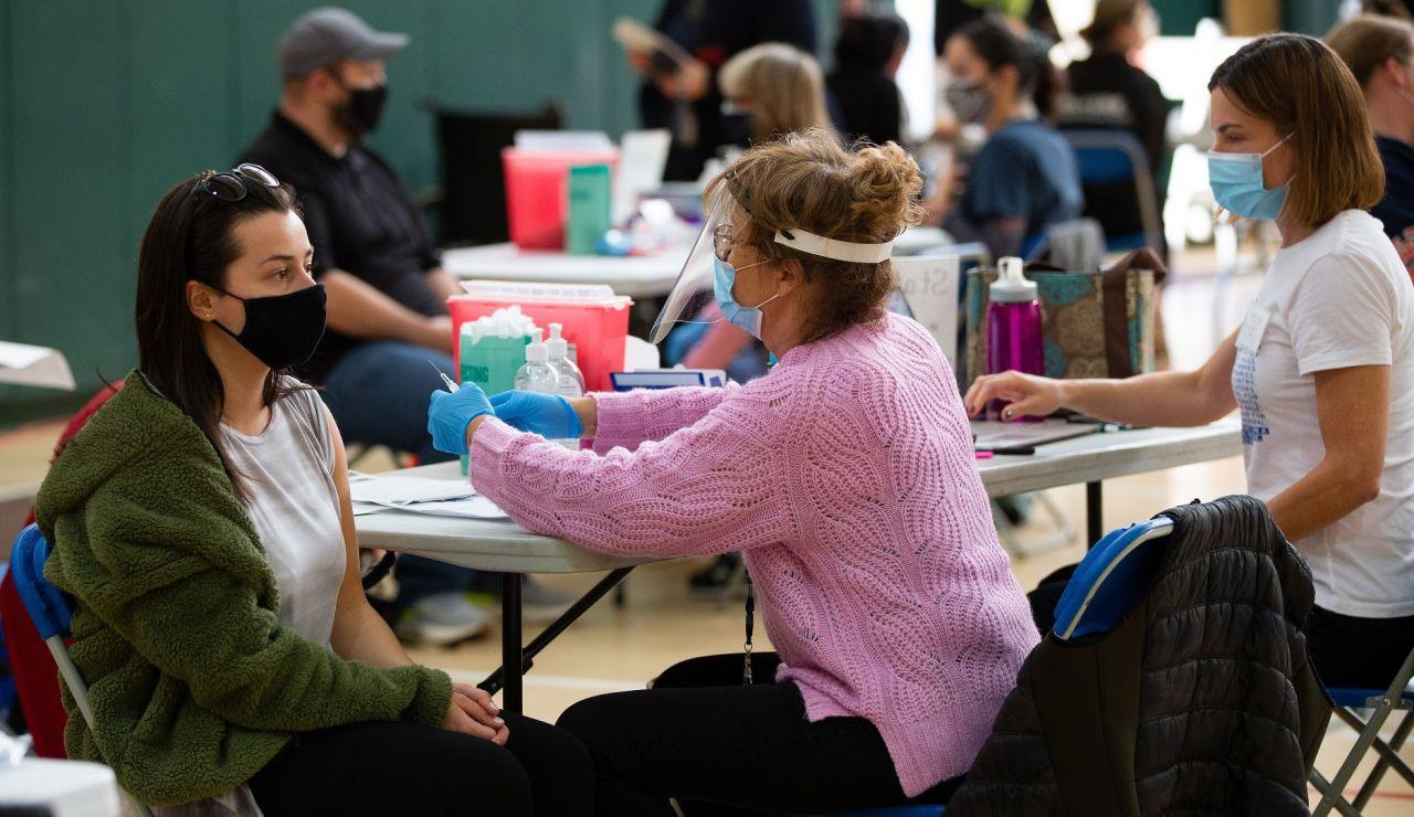 Vacunación contra el coronavirus en un centro de Massachusetts