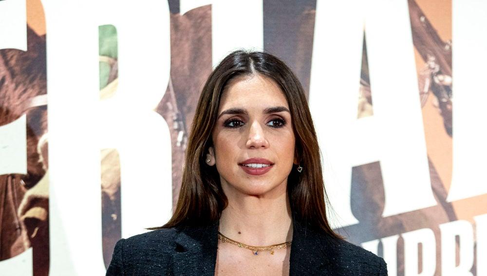 Elena Furiase, ante la prensa en una premiere