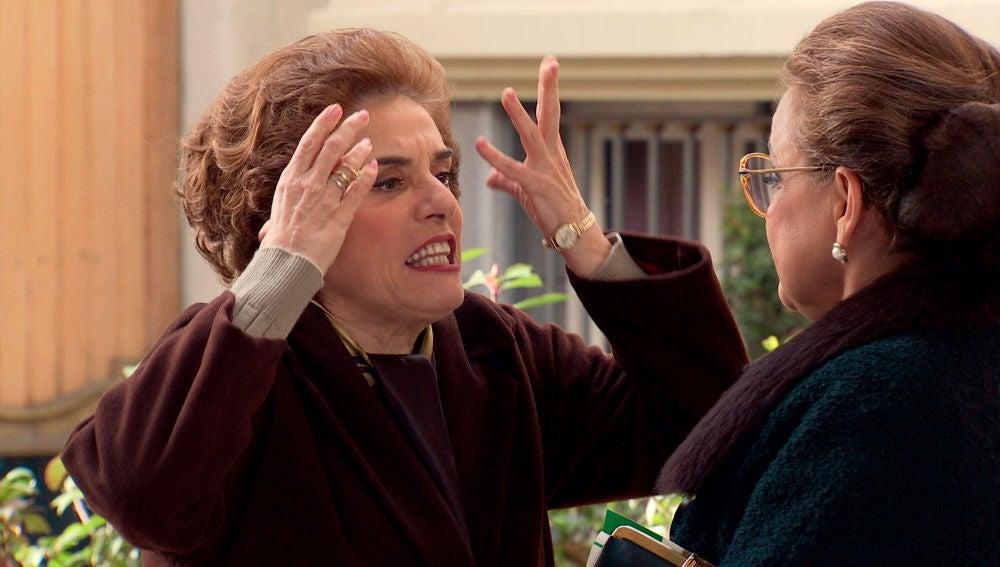 """Benigna trata de pararle los pies a la """"lianta"""" de Doña Visi"""