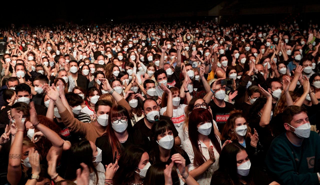 Asistentes al concierto de Love of Lesbian en el Palau Sant Jordi de Barcelona