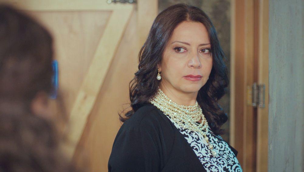 Insultadas y humilladas: la violenta situación de Bahar y Hatice con la madre de Emre