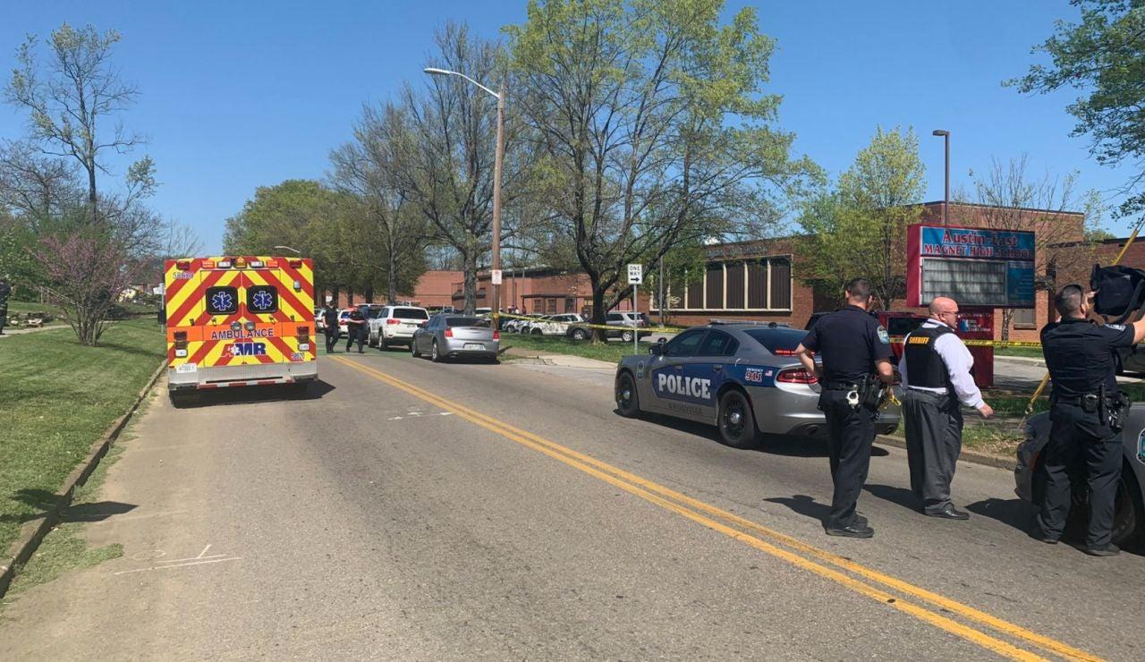EEUU: Al menos un muerto en un tiroteo en un instituto en Knoxville