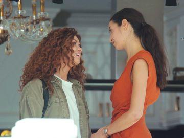 Sirin chantajea a Piril con Suat sin saber su trágico final en 'Mujer'