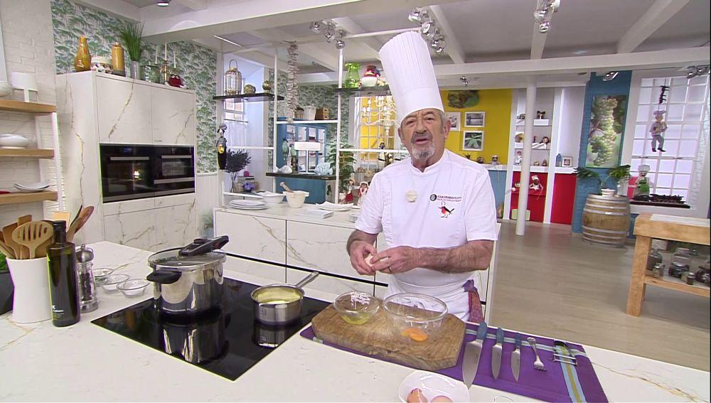 "Karlos Arguiñano elabora la famosa salsa holandesa: ""una salsa muy fina"""