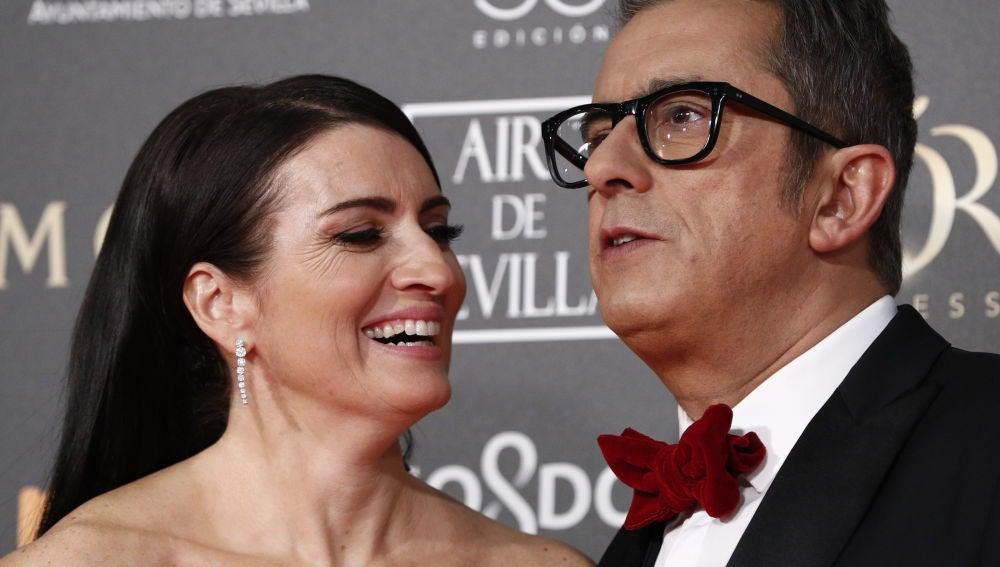 Andreu Buenafuente y Silvia Abril posando ante las cámaras