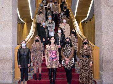 """Vestidas con estampados de leopardo contra el """"ataque machista"""" del presidente la Diputación de Lugo"""