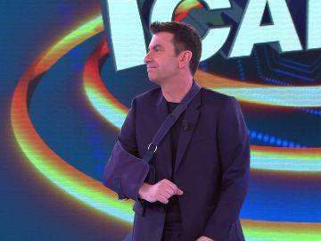 ¿Qué le habrá pasado? Arturo Valls arranca '¡Ahora caigo!' con un brazo en cabestrillo