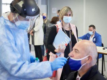 Cataluña pide a Sanidad retrasar la segunda dosis de la vacuna de Pfizer para llegar a más población