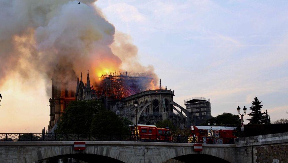 Efemérides de hoy 15 de abril de 2021: Incendio catedral de Notre Dame
