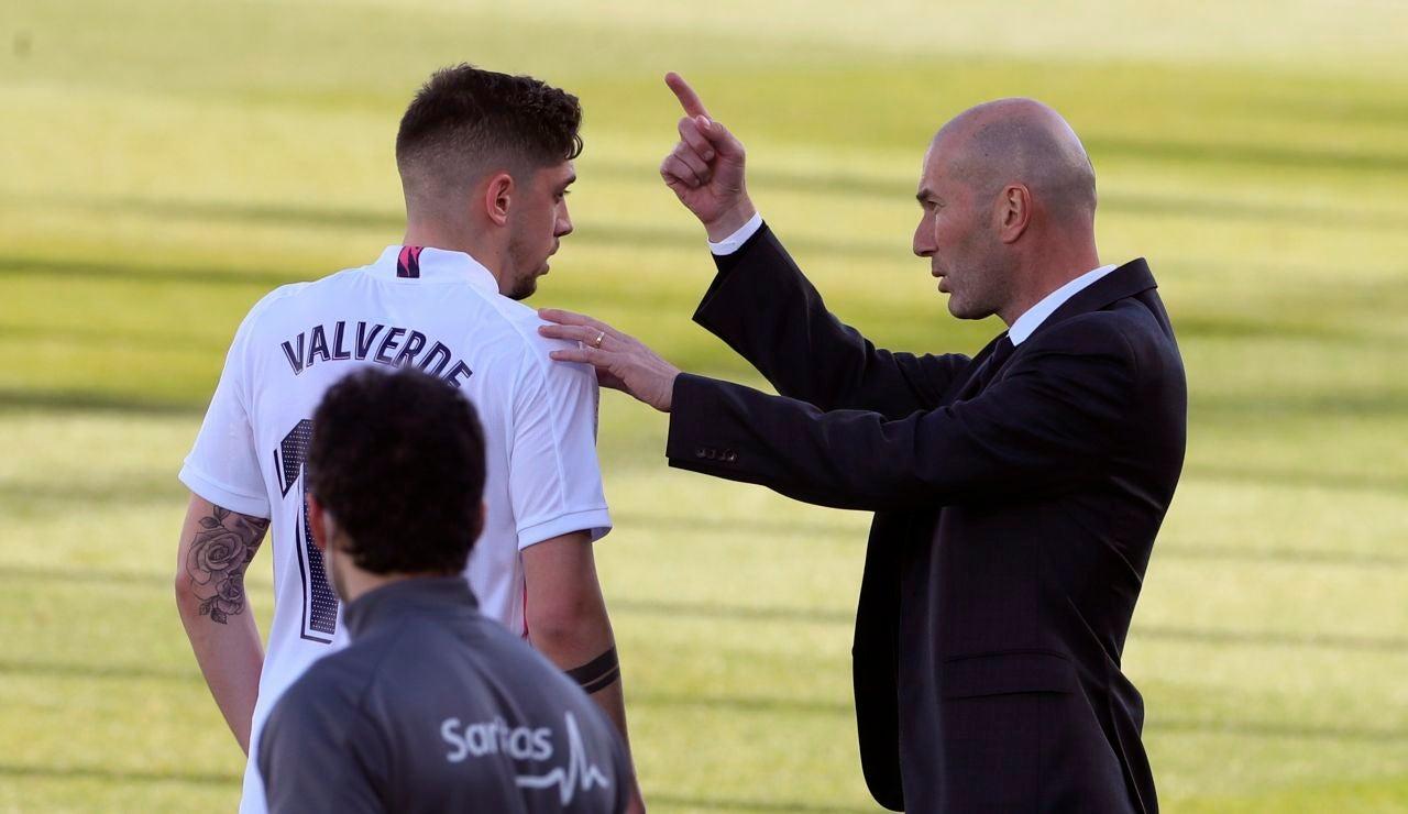Zidane habla con Valverde