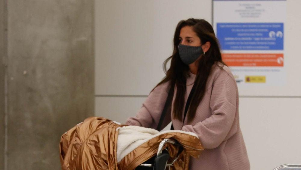 Anabel Pantoja, en el aeropuerto