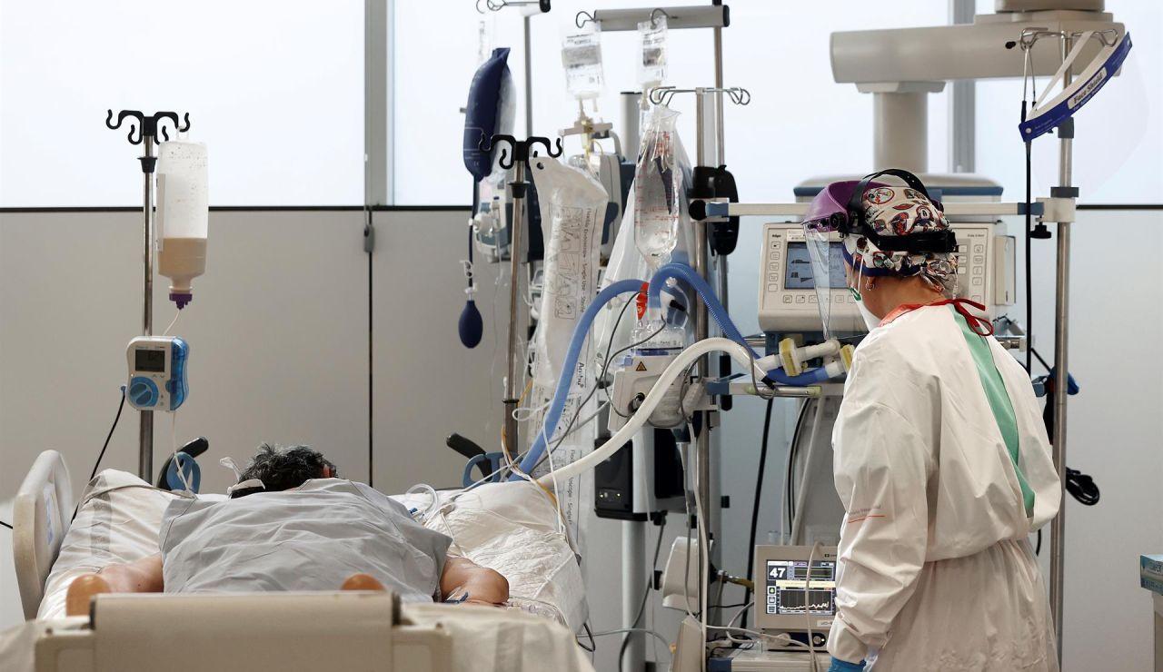 La mayoría de los ingresados en hospitales son gente sin vacunar o con sólo una dosis