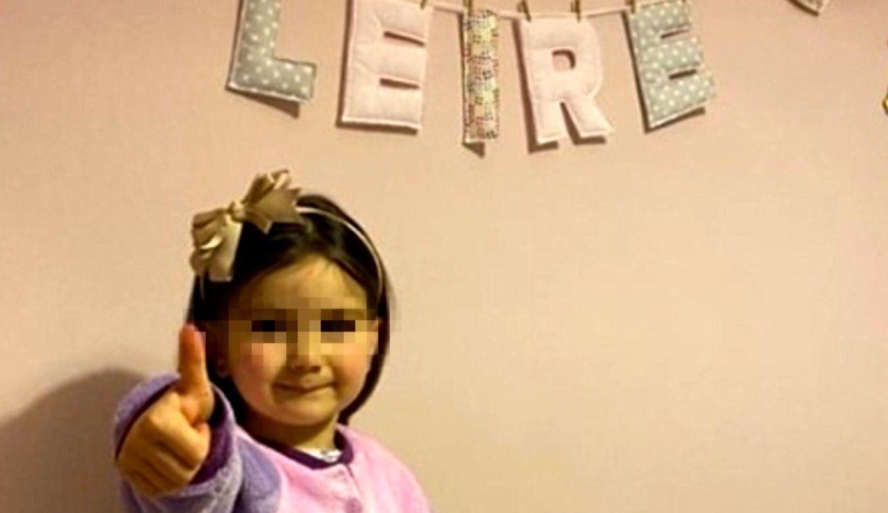 Una niña de 3 años acepta cortase el pelo por primera vez para donarlo a los niños con cáncer
