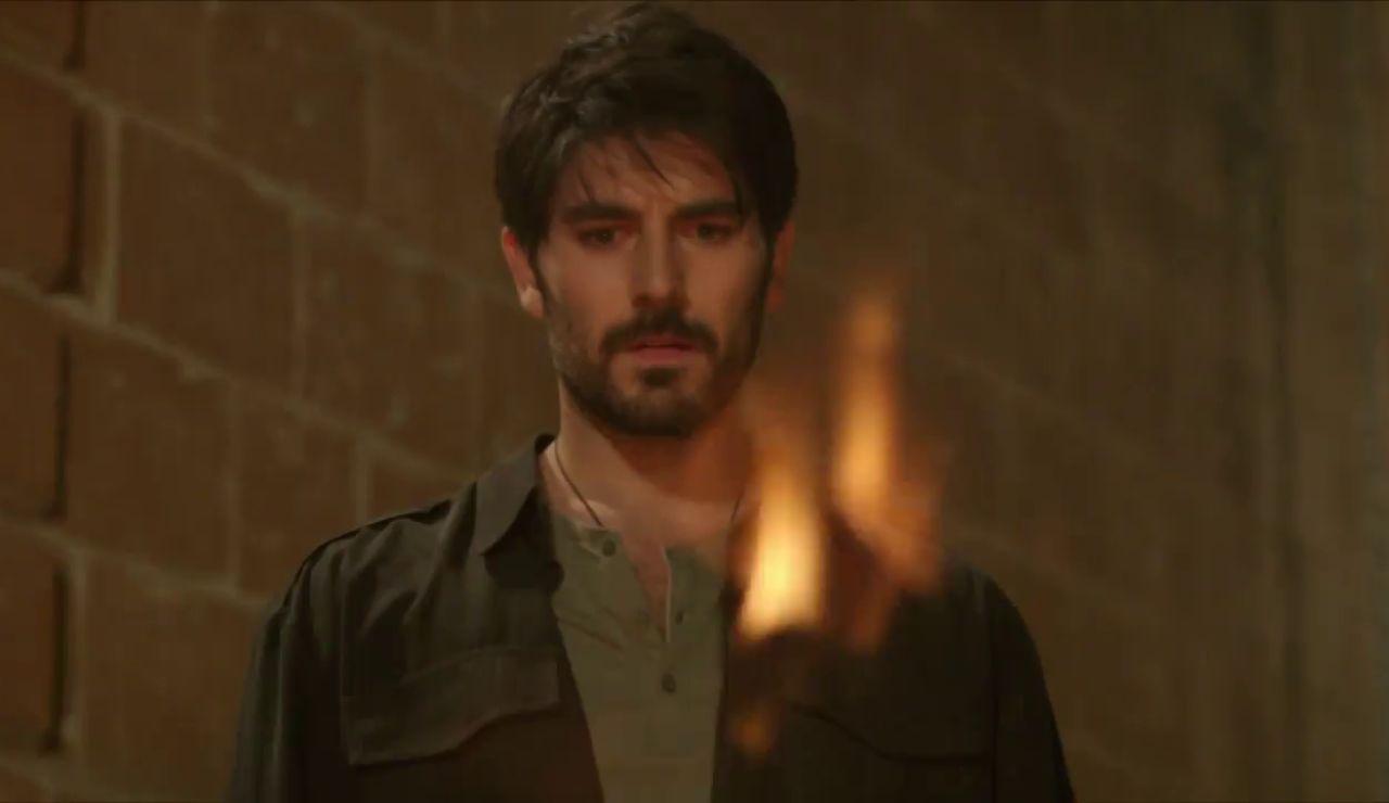 Aslan renuncia a Reyyan quemando sus fotos
