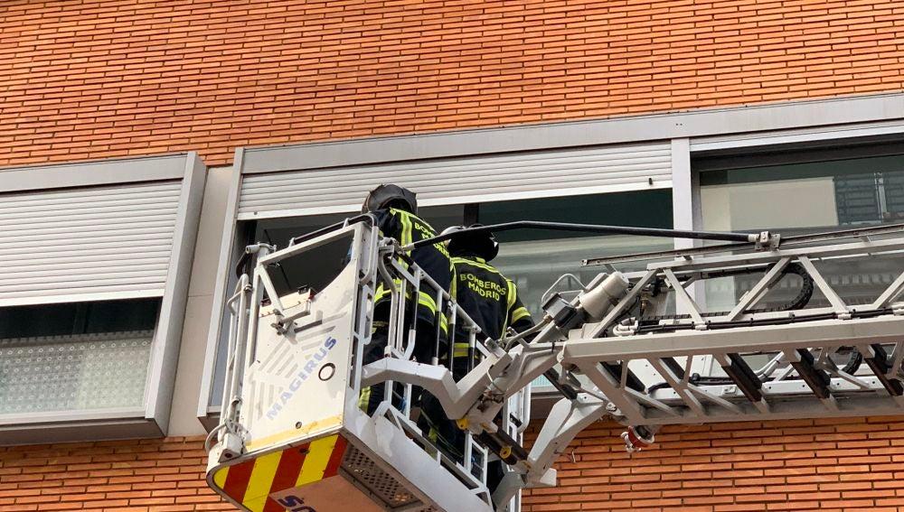 Incendio Madrid: 13 heridos leves y vecinos de 10 pisos realojados por un incendio en Vallecas
