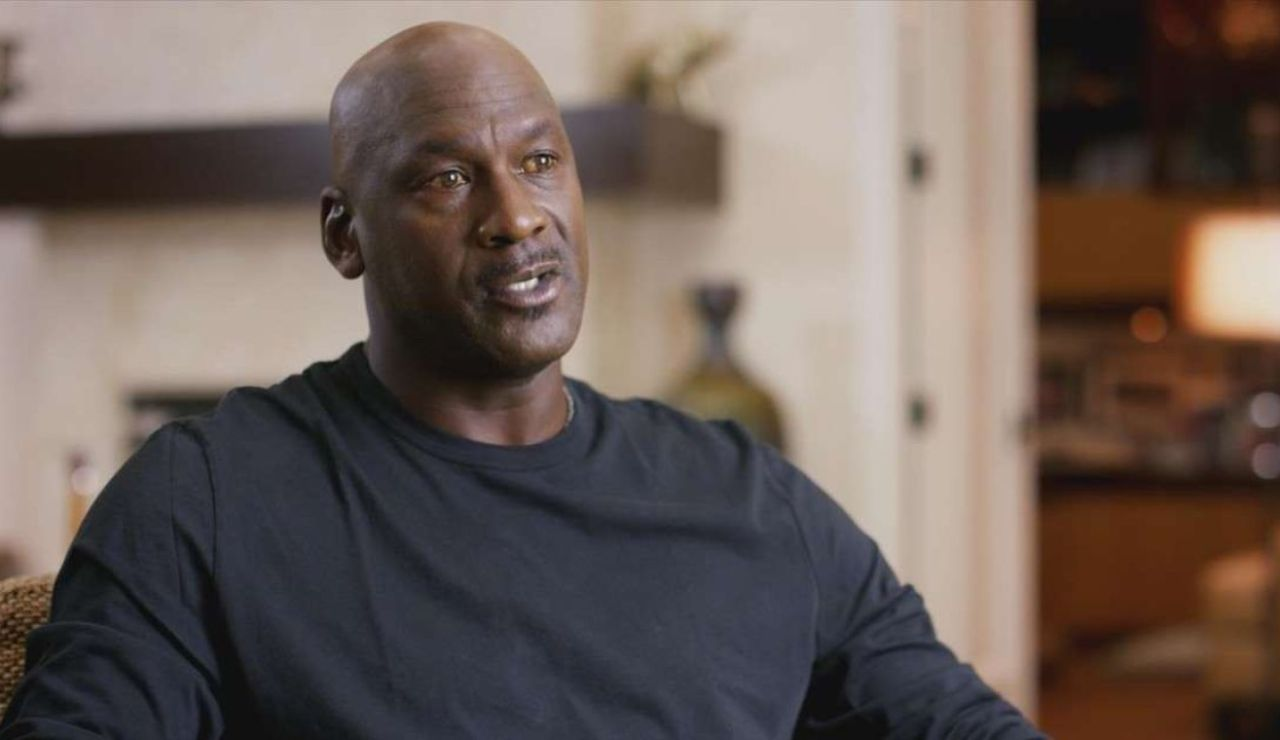 Efemérides de hoy 16 de abril de 2021: Michael Jordan se retira