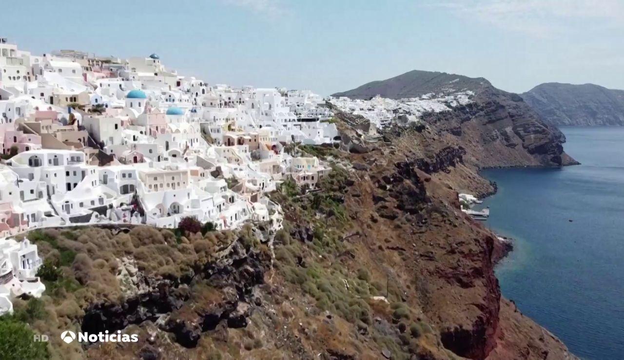 España se confía al pasaporte covid frente a la ofertas agresivas de países como Grecia para atraer turistas