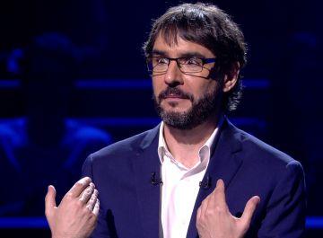 """""""Lo estás diciendo mal"""": Carlos Latre corrige a Juanra Bonet en '¿Quién quiere ser millonario?'"""