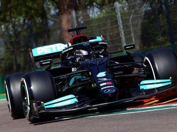 Mercedes domina los primeros libres en Imola, con Carlos Sainz sexto y Fernando Alonso séptimo