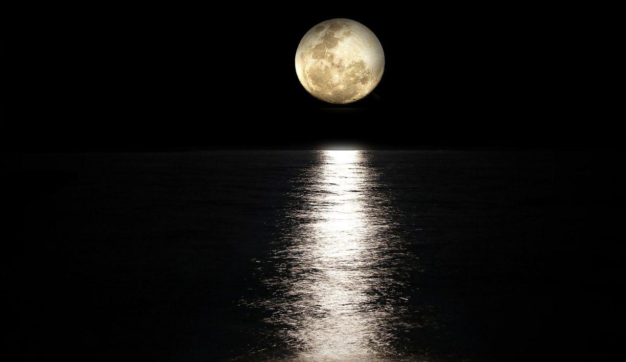 Superluna rosa: ¿Por qué llamamos así a esta luna y cuándo podremos verla en España?