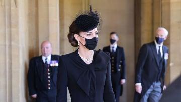 El detalle de la reina Isabel II con Kate Middleton en el funeral del Duque de Edimburgo