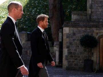 Los príncipes Guillermo y Harry, en el funeral por el duque de Edimburgo