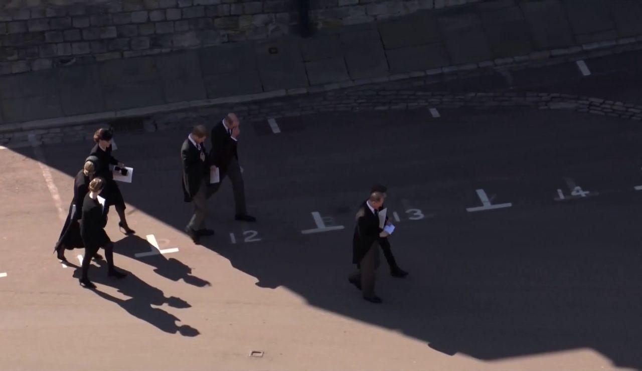 El acercamiento entre Harry y Guillermo durante el funeral del duque de Edimburgo