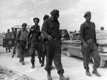 Fidel Castro tras la invasión de la Brigada 2506 en la Bahía de los Cochinos