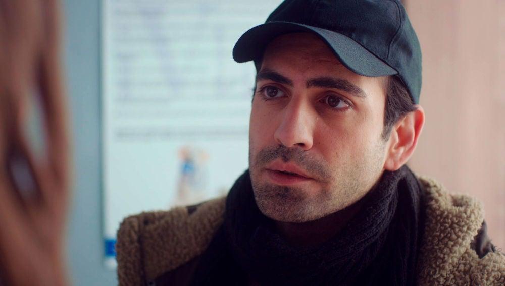 """Demir 'asalta' a Candan: """"Estoy enamorado de ti, no te cases con Murat"""""""
