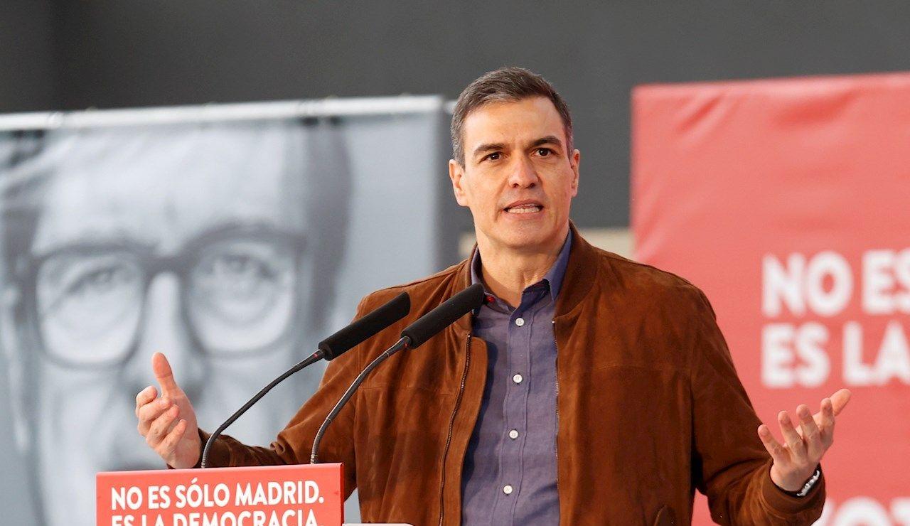 Pedro Sánchez, participa en un acto de campaña del PSOE para apoyar al candidato socialista a la Comunidad de Madrid, Ángel Gabilondo, en Getafe
