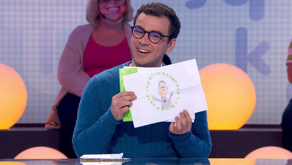 Cartas, dibujos y mucho amor: Roberto Leal y Pablo reciben correspondencia de los más pequeños en 'Pasapalabra'