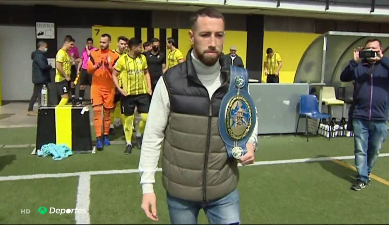 Sandor Martin revalida su corona de campeón de Europa del peso superligero y lo celebra entrenando en un campo de fútbol