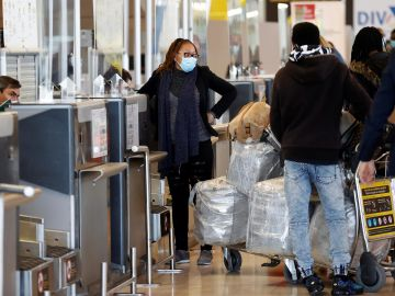 Las aerolíneas piden que los turistas vacunados puedan entrar a España sin PCR