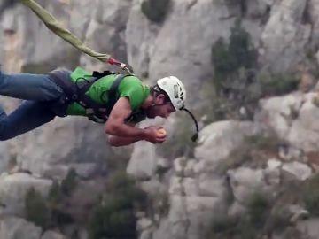 El rope jumping, la variante más extrema del puenting con caídas de hasta 300 metros de altura