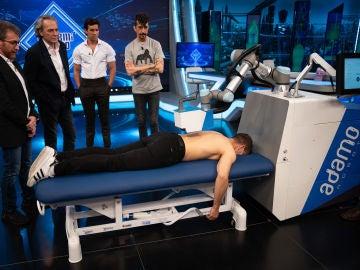 Marron sorprende con el único robot masajista: ¡a base de aire comprimido!