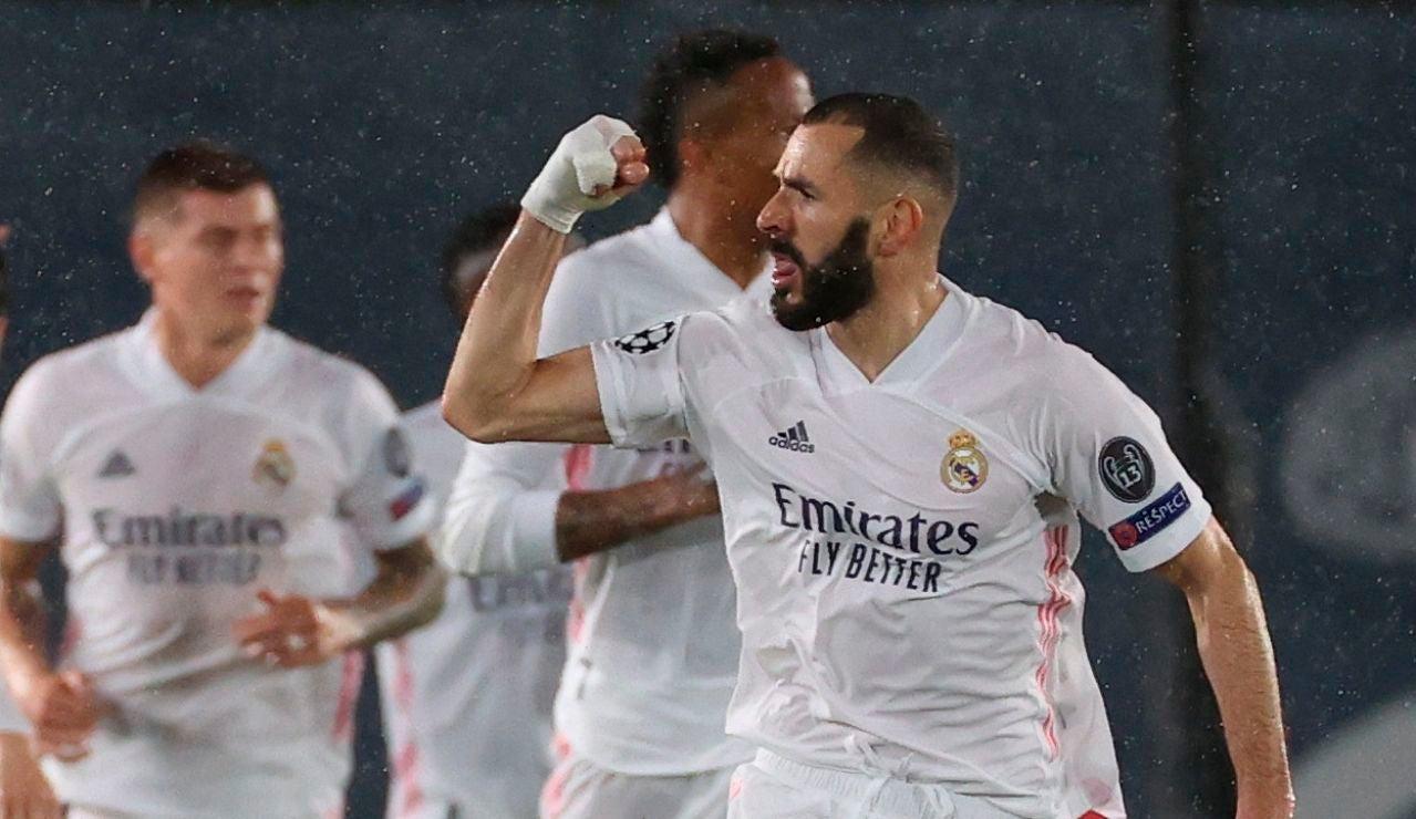 Karim Benzema celebra un gol ante el Chelsea