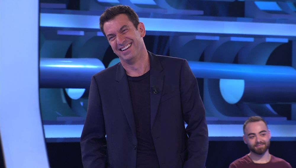 """¡Intentó picar a Arturo! Borja dedica la huella al """"mejor presentador de la tele"""" en '¡Ahora caigo!'"""