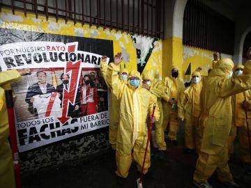 Asistentes a la protesta convocada por la Plataforma ADRV
