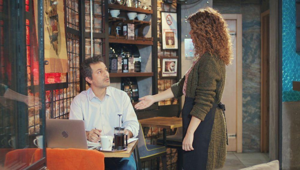 La sospechosa oferta de paz de Sirin a Arif con una taza de café