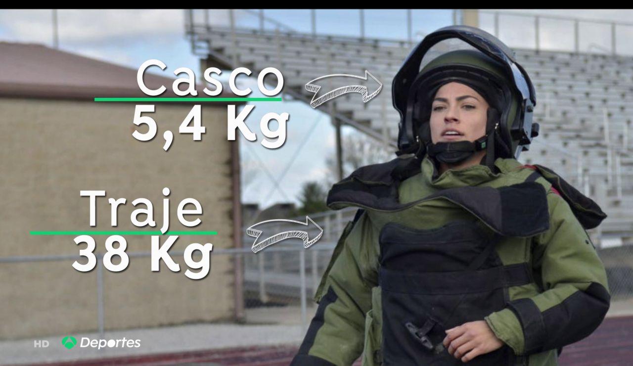 Kaitlyn Hernández, la mujer que logrado correr una milla con un traje de 44 kilos en diez minutos